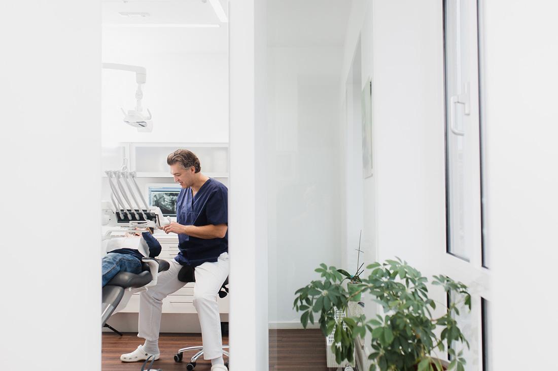 Zahnarzt Starnberg - Tichy - Praxis - Leistungen - Behandlung